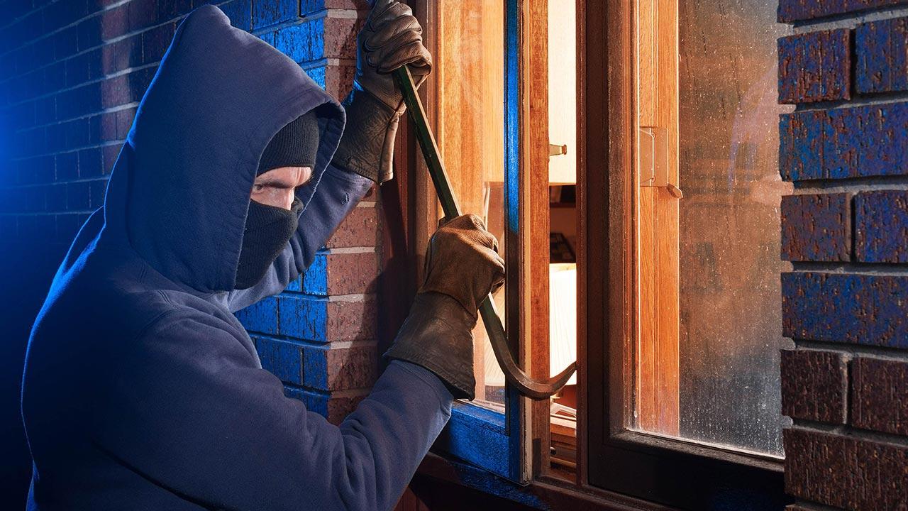 Como grades e janelas podem proteger uma casa da ação de criminosos?